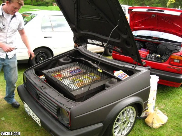 VW Golf Grill Table